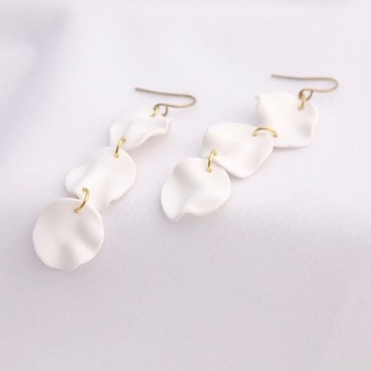 The String of Petals Earrings