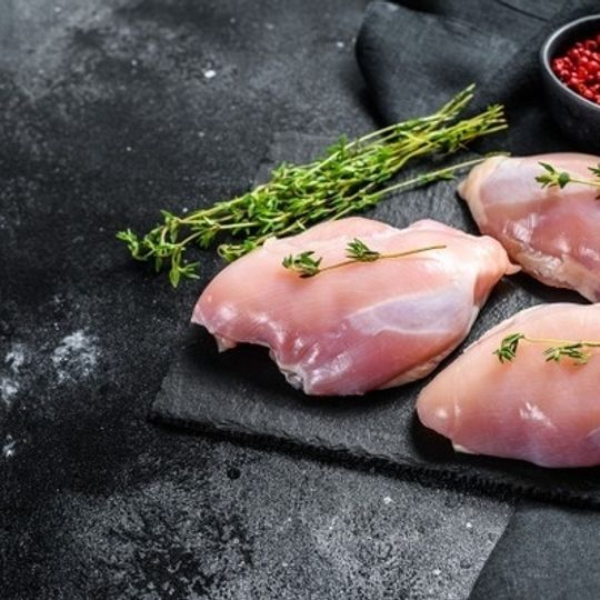Free range Chicken Deboned Tighs Skinless (+-690g)