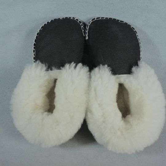 Handmade sheepskin slippers - Black