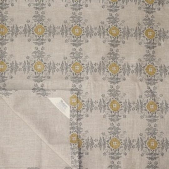 Grey and mustard trusseaux runner