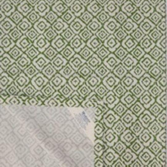 green geometric runner