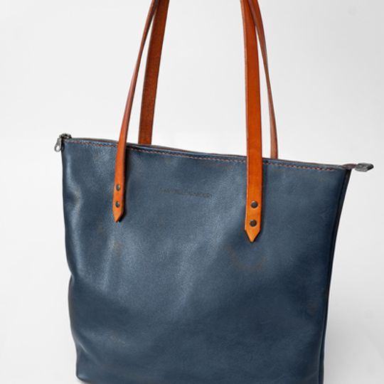 The Leather Totebag with Zip - Navy