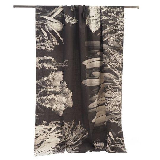 Tablecloth: B&W Cape Flora - 3m x 1.7