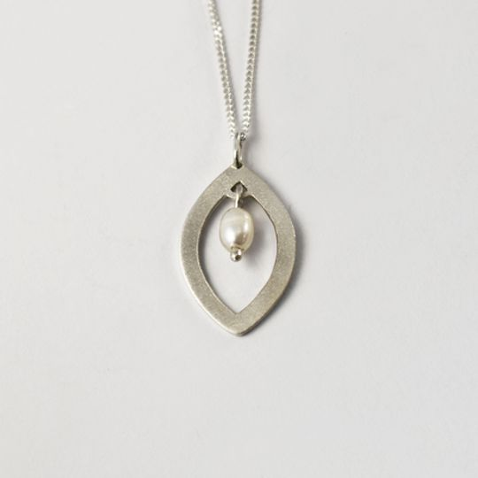 Shimmer Leaf Pearl Necklace